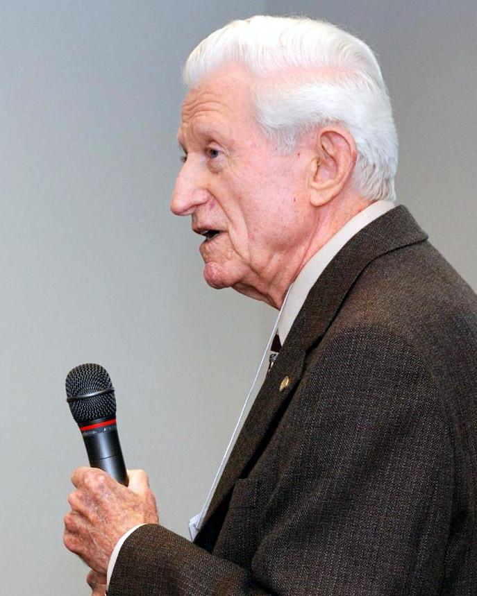ウィスコンシン大学マディソン校 同窓生集会で講演するGene Amdahl, 2008年3月13日.